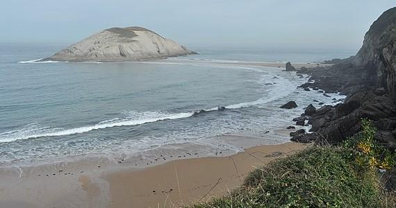 Playa de los Covachos